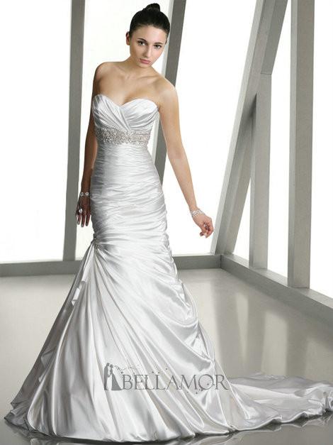 une tenue de mariage bon march est disponible en ligne